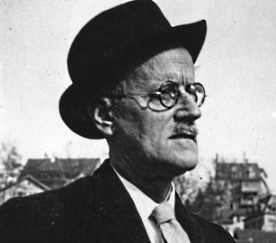 James Joyce: autor do livro Ulisses. História que acontece em Dublin.