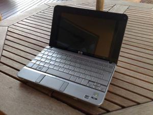 O visual elegante destaca o HP 2133 Mini-Note PC dos outros micros de sua categoria. Reação comum...