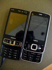 Fica fácil notar a mudança no visual do Nokia N96 nesta comparação lado-a-lado com seu antecessor...