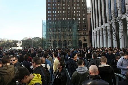 Nova York: centenas  de pessoas na fila para comprar iPad